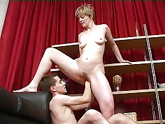 Mature likes to be fucked and fisted by young boy