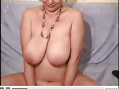 Voluptos lady play with body