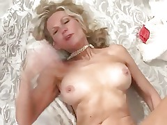Mature with great body has great sex