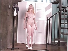 Blonde chick spreads wide